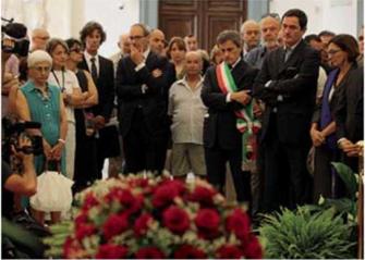 Addio a Renato Nicolini. In tanti per l'ultimo saluto.