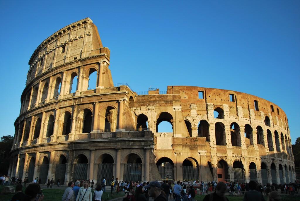 Il Colosseo, il dito e la luna
